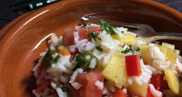 Reissalat mit Orangendressing