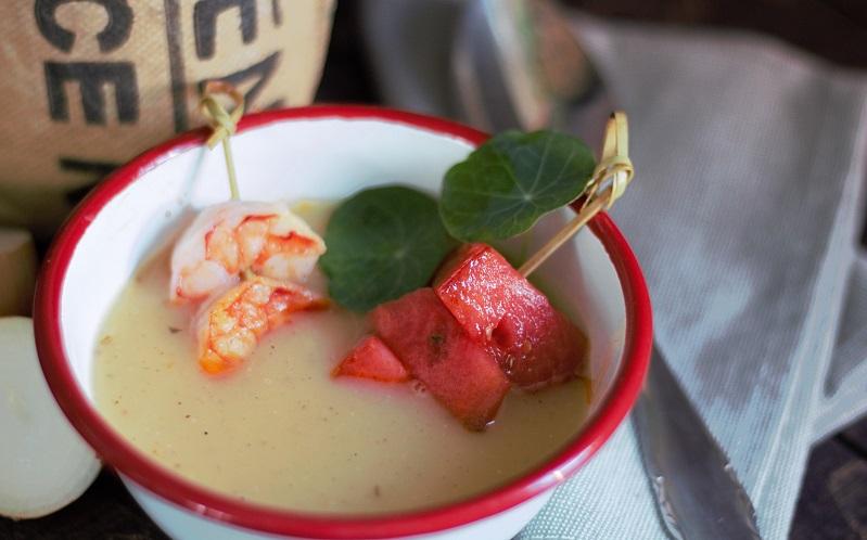 Kartoffelsuppe – sommerleicht mit Apfel, Garnele und Melone